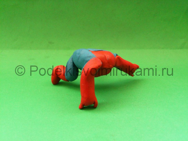 Человек-паук из пластилина. Шаг №9.