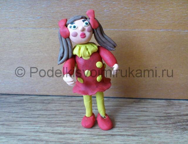 Девочка из пластилина. Итоговый вид поделки. Фото 1.