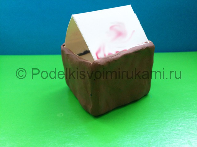 Домик из пластилина. Шаг №6.