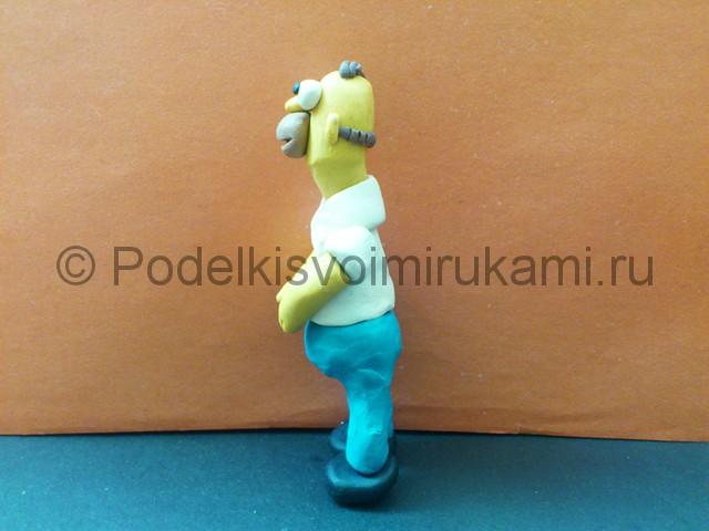 Гомер Симпсон из пластилина. Итоговый вид поделки. Фото 2.