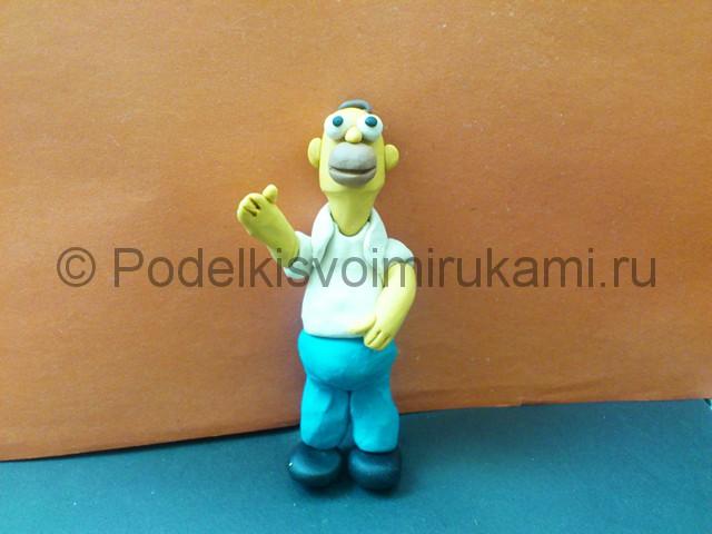 Гомер Симпсон из пластилина. Итоговый вид поделки. Фото 3.