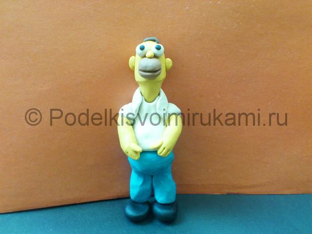Гомер Симпсон из пластилина. Итоговый вид поделки. Фото 1.