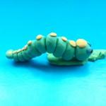 Гусеница из пластилина. Итоговый вид поделки.