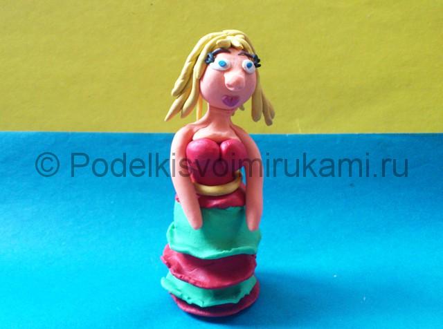 Как сделать куклу из пластилина. Шаг №11.
