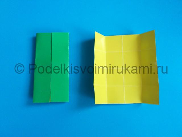 Как сделать яркую снежинку из бумаги. Шаг №4.