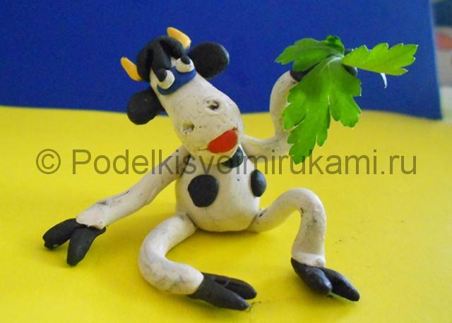 Как слепить корову из пластилина. Итоговый вид поделки. Фото 2.