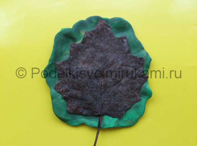Лепка листьев из пластилина. Шаг №3.