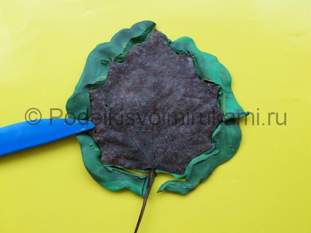 Лепка листьев из пластилина. Шаг №4.