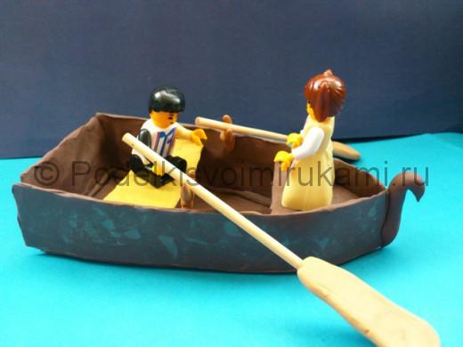 Как слепить лодку из пластилина. Итоговый вид поделки.