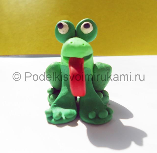 Как слепить лягушку из пластилина. Итоговый вид поделки. Фото 3.