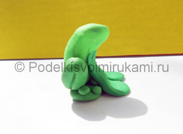Как слепить лягушку из пластилина. Шаг №7. Фото 7.2.