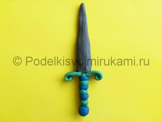 Лепка меча из пластилина. Итоговый вид поделки. Фото 1.