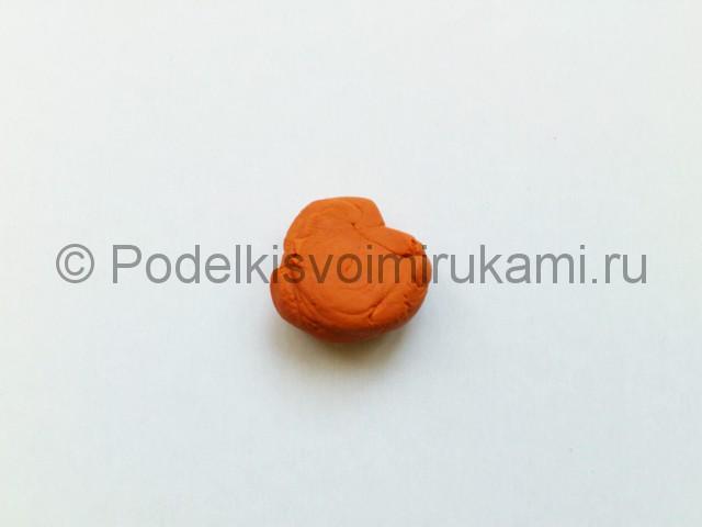 Как слепить морковку из пластилина. Шаг №2.