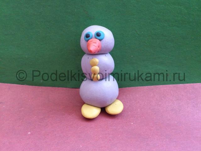 Как слепить снеговика из пластилина. Шаг №6.