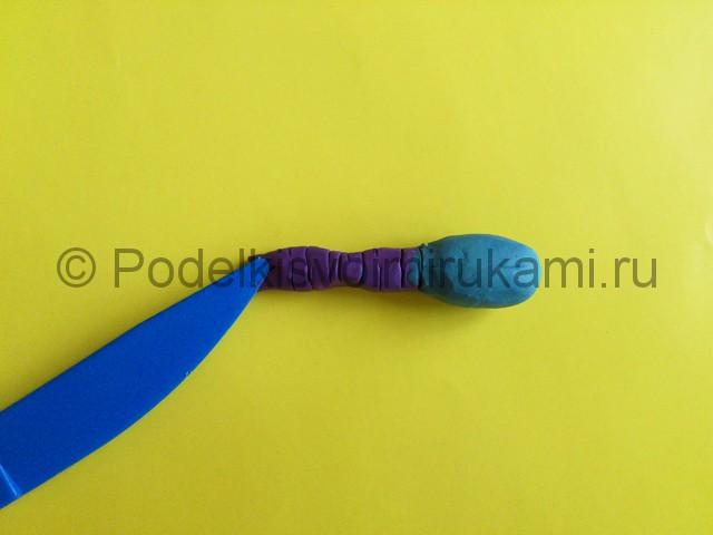 Лепка стрекозы из пластилина. Шаг №4.