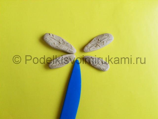 Лепка стрекозы из пластилина. Шаг №8.