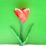 Как слепить тюльпан из пластилина. Итоговый вид поделки.