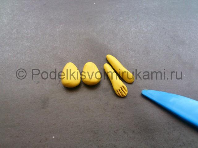 Колобок из пластилина. Урок лепки. Шаг №6.