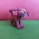 Кошка из пластилина. Итоговый вид поделки.