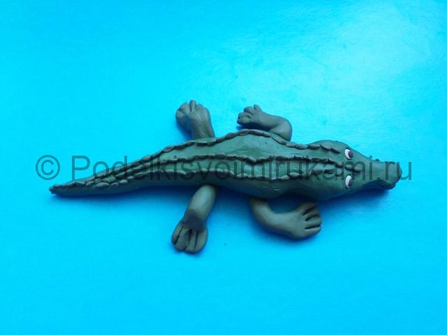 Крокодил из пластилина. Итоговый вид поделки. Фото 1.