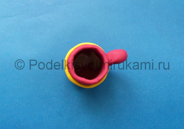 Кружка из пластилина. Итоговый вид поделки. Фото 2.