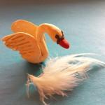 Лебедь из пластилина. Итоговый вид поделки.