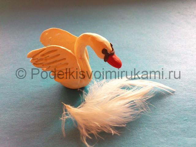 Лебедь из пластилина. Итоговый вид поделки. Фото 2.