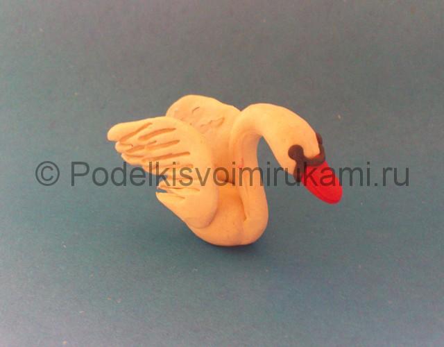 Лебедь из пластилина. Итоговый вид поделки. Фото 1.