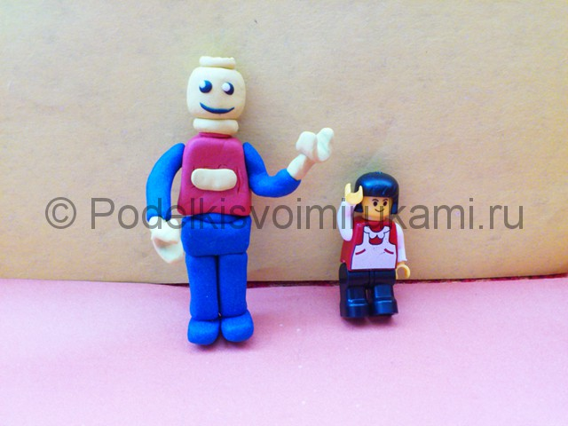 Лего из пластилина. Итоговый вид поделки. Фото 2.
