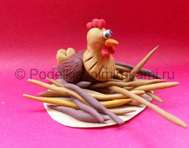 Лепка курицы из пластилина. Итоговый вид поделки. Фото 2.