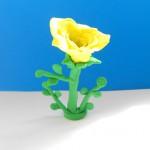 Лепка жёлтой розы из пластилина. Итоговый вид поделки.