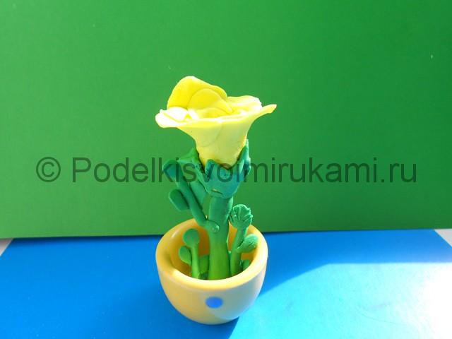 Лепка жёлтой розы из пластилина. Итоговая поделка. Фото 5.