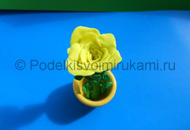 Лепка жёлтой розы из пластилина. Итоговая поделка. Фото 6.