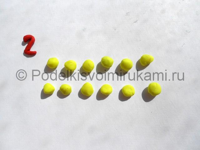 Лепка жёлтой розы из пластилина. Шаг №2.
