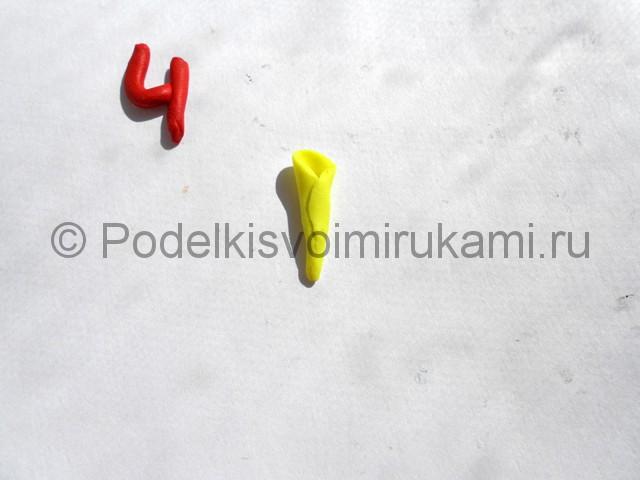 Лепка жёлтой розы из пластилина. Шаг №4.