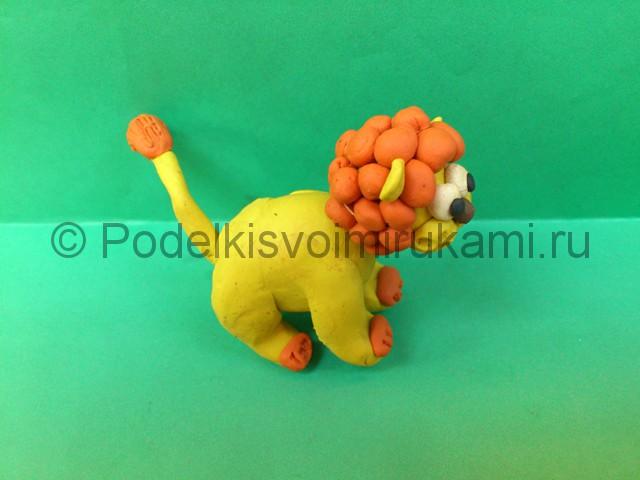 Лев из пластилина. Итоговый вид поделки. Фото 1.