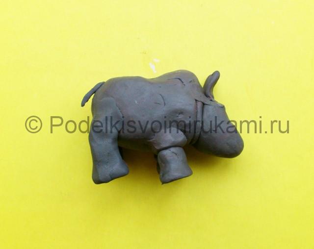 Носорог из пластилина. Шаг №7.