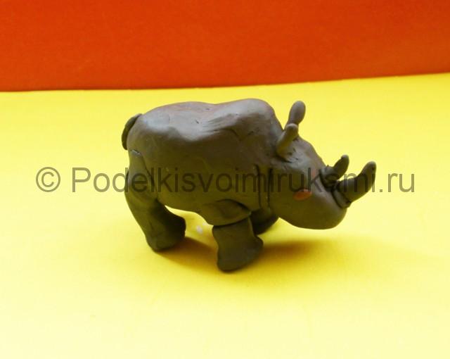 Носорог из пластилина. Итоговый вид поделки. Фото 1.