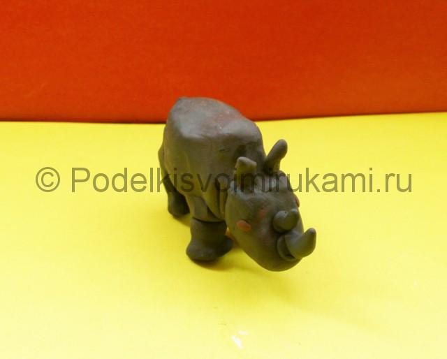 Носорог из пластилина. Итоговый вид поделки. Фото 2.