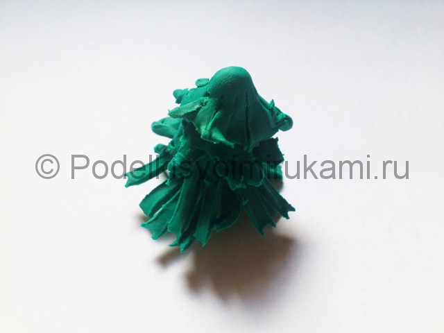 Новогодняя ёлка из пластилина. Шаг №8.