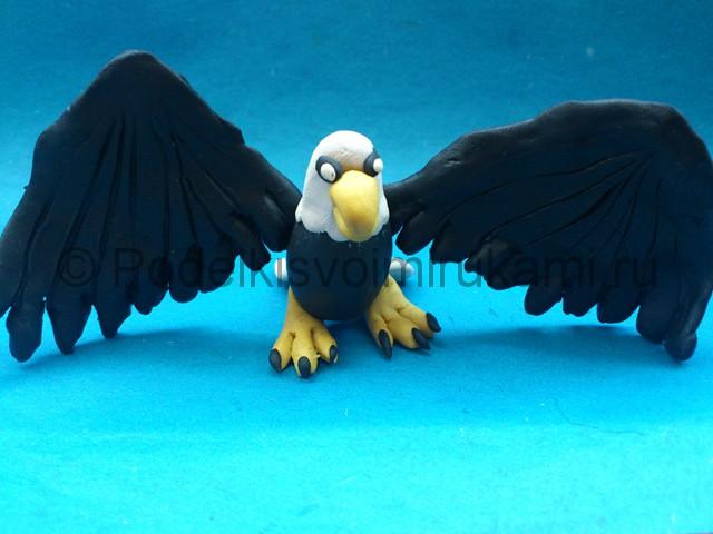 Орёл из пластилина. Итоговый вид поделки. Фото 1.