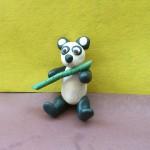 Панда из пластилина. Итоговый вид поделки.