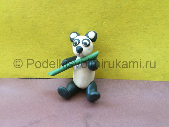 Панда из пластилина. Итоговый вид поделки. Фото 3.