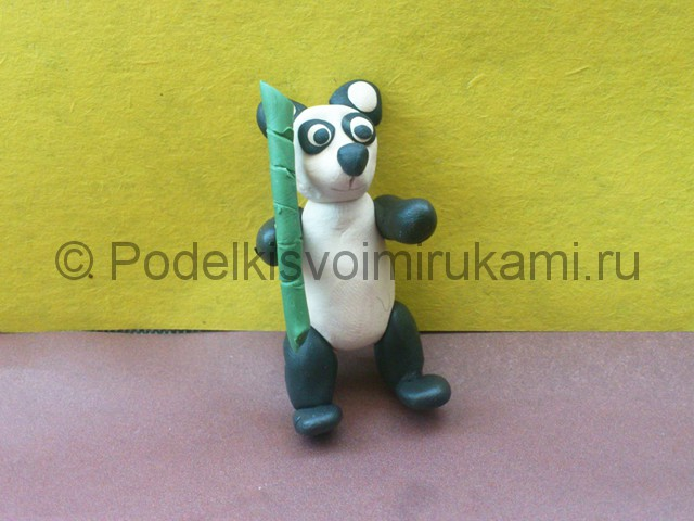 Панда из пластилина. Итоговый вид поделки. Фото 1.