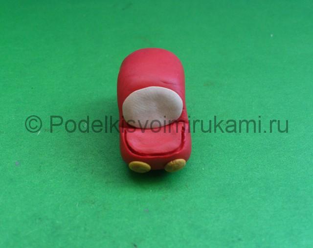 Поделка машины из пластилина. Пошаговый мастер-класс. Шаг №4.