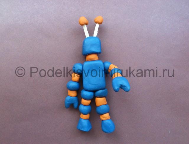 Робот из пластилина. Шаг №8.