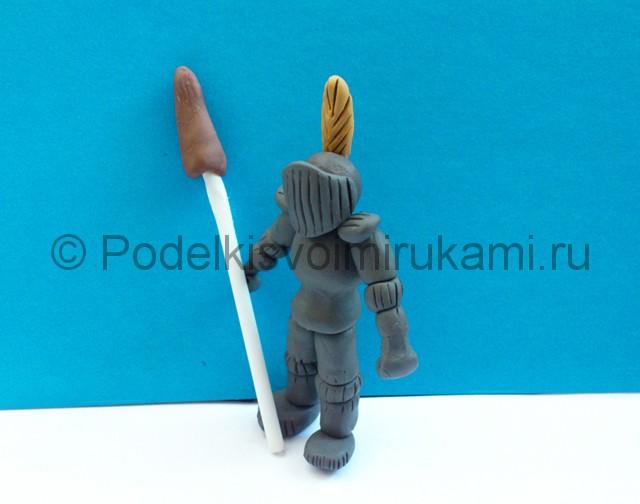 Рыцарь из пластилина. Итоговый вид поделки. Фото 2.