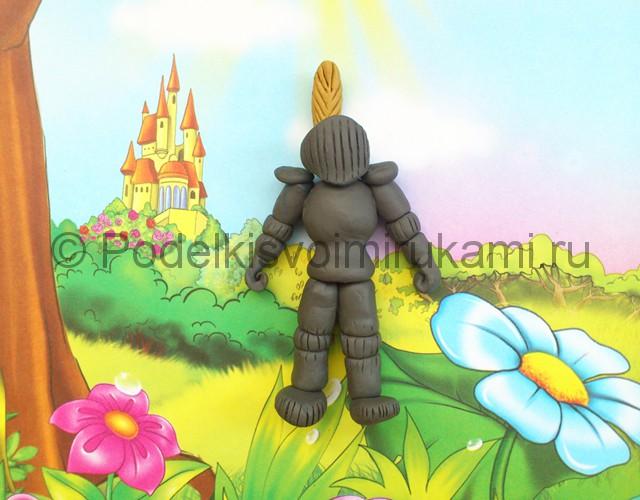 Рыцарь из пластилина. Итоговый вид поделки. Фото 3.