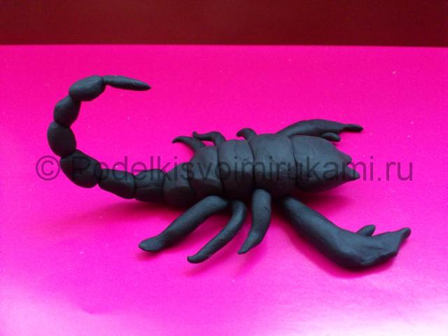 Скорпион из пластилина. Итоговый вид поделки. Фото 2.