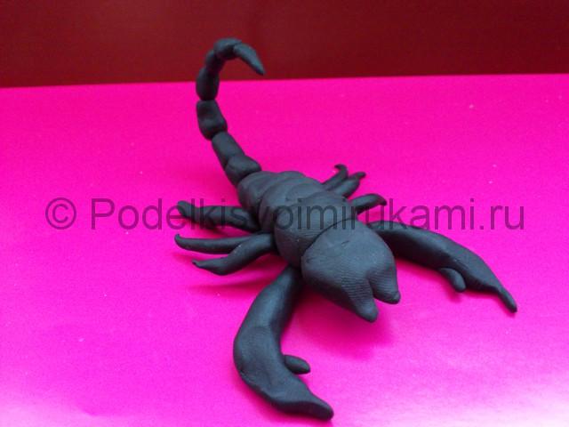 Скорпион из пластилина. Итоговый вид поделки. Фото 3.